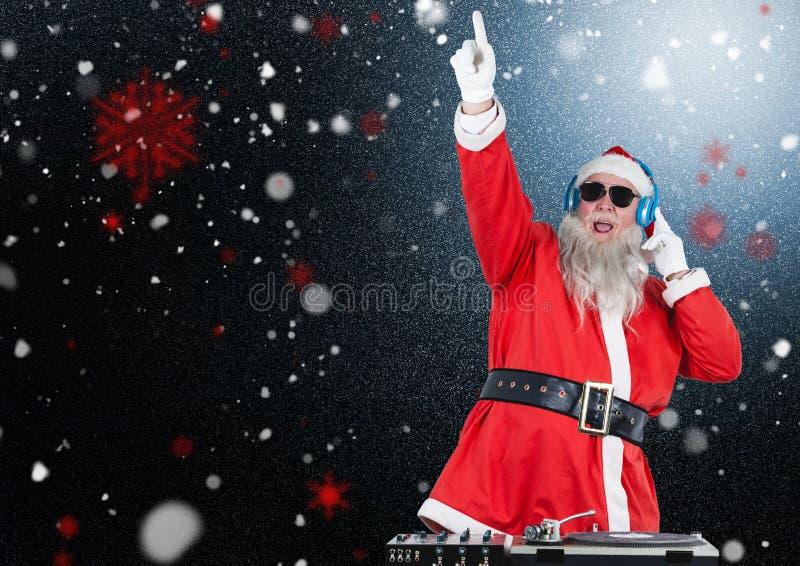 Dj Santa Claus som upp blandar några julsånger arkivbilder