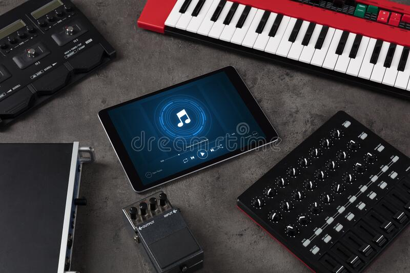 DJ set, pastylka i elektroniczni muzyczni instrumenty, fotografia royalty free