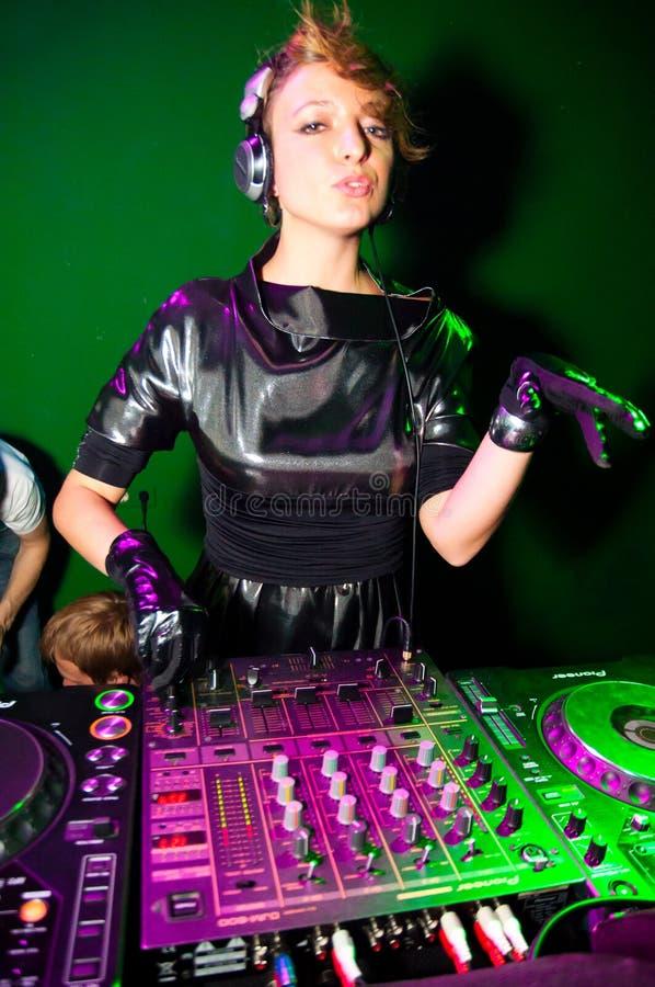 DJ-Spielen lizenzfreie stockbilder