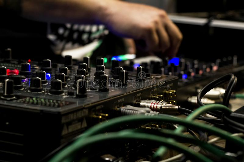 DJ y mezclador foto de archivo