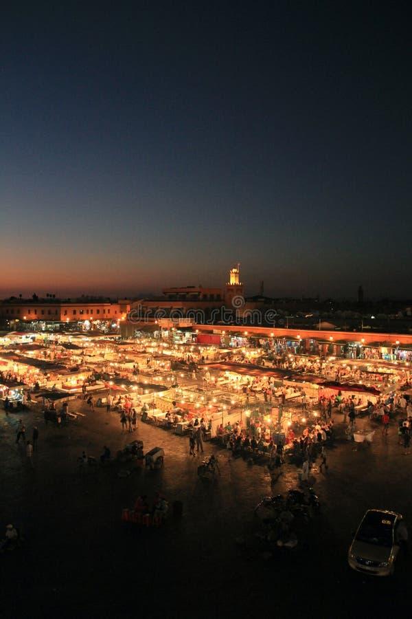 Djeema EL Fna nachts, Marrakesch stockfotos