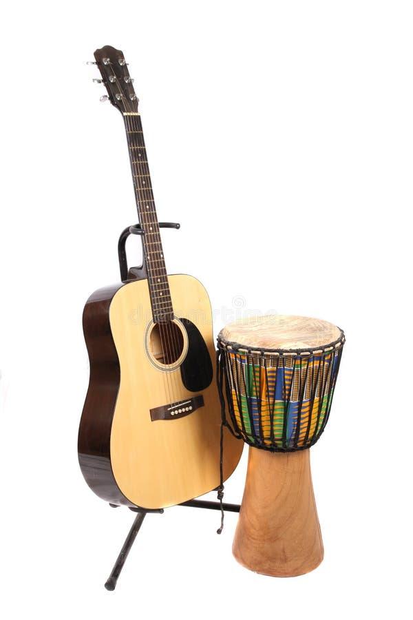 Djembe και κιθάρα στοκ εικόνες