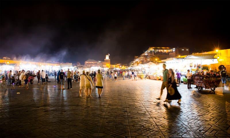 Djemma Gr Fna bij nacht Het belangrijkste marktvierkant in Marrakech stock foto