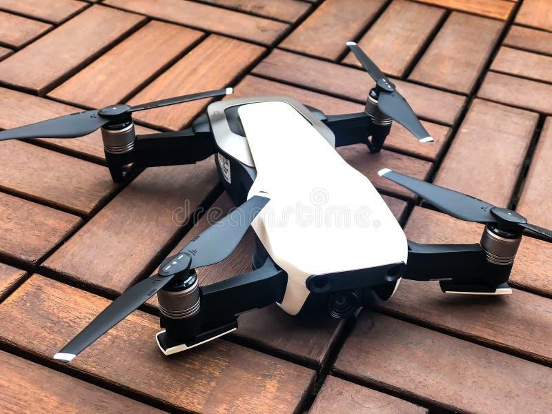 DJI - abejón portátil mavic de aire imagen de archivo
