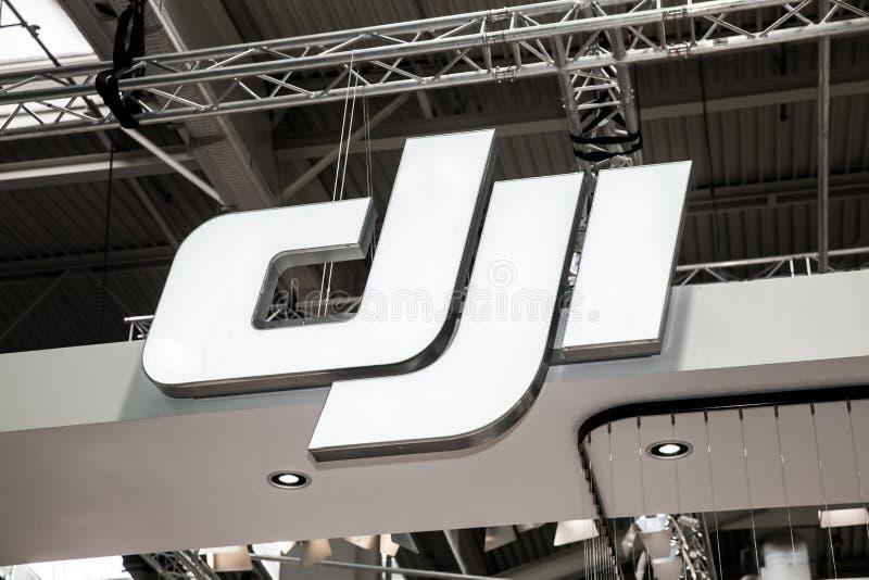 DJI-het teken van het bedrijfembleem op tentoonstelling eerlijke CeBIT 2017 in Hanover Messe, Duitsland stock afbeelding