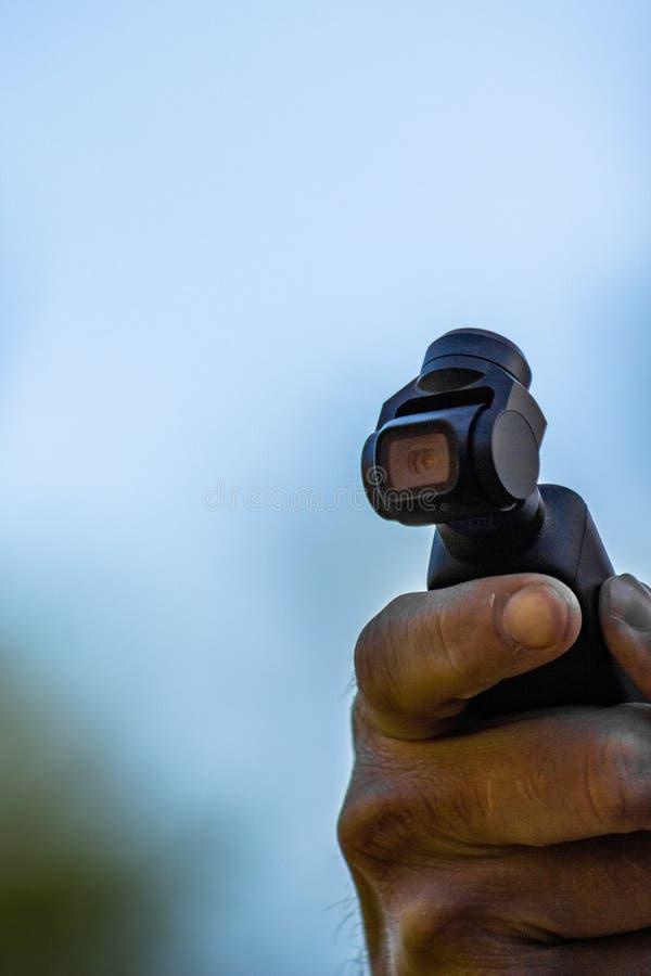 DJI Osmo Pocket che ? contaminazione disponibila tenuta immagini stock libere da diritti