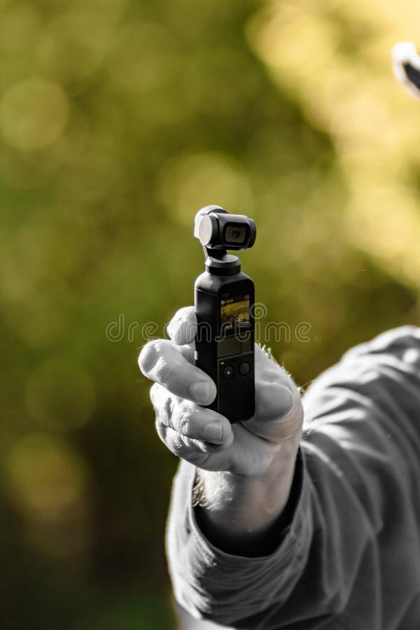 DJI Osmo Pocket che ? contaminazione disponibila tenuta fotografia stock