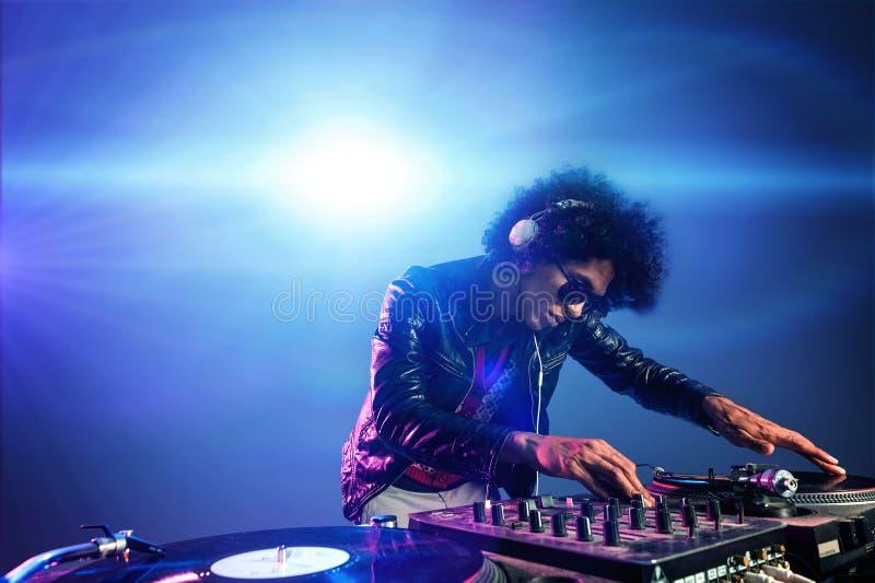 DJpartij van de nachtclub stock fotografie