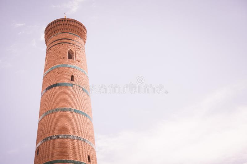 Djuma-Moscheen-Minarett in Khiva lizenzfreies stockbild