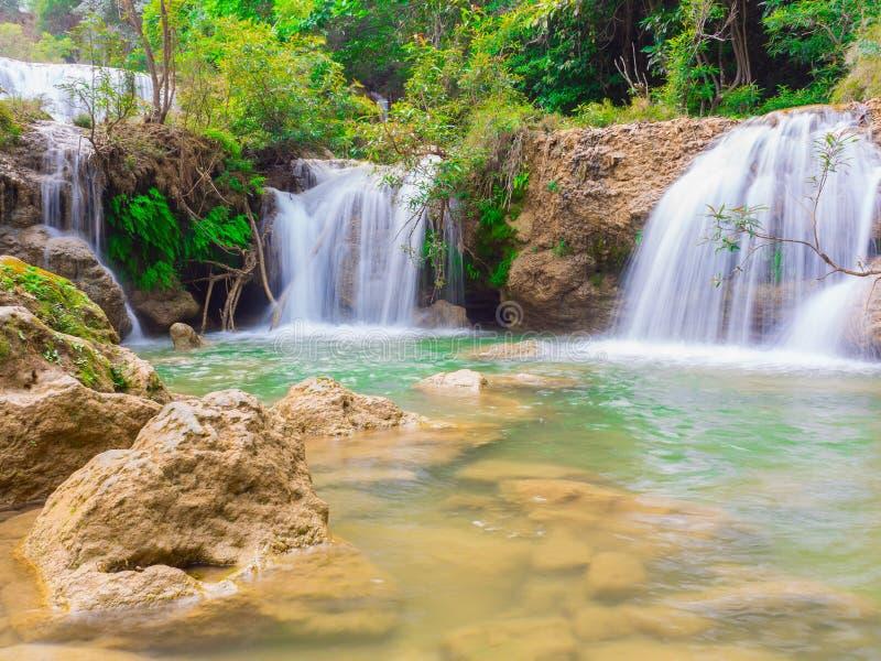 Djup skogvattenfall på nationalparken för Namtok thiLo Su vattenfall, Umphang, Tak Province Thailand arkivfoto