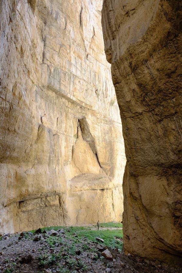 Djup stenig kanjondal arkivbild