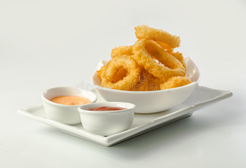 Djupa Fried Calamari Rings royaltyfria bilder