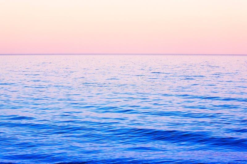 Djupblå hav royaltyfria foton