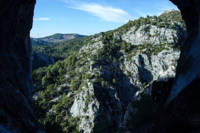 Djupet av naturen, berget och skogen royaltyfria bilder