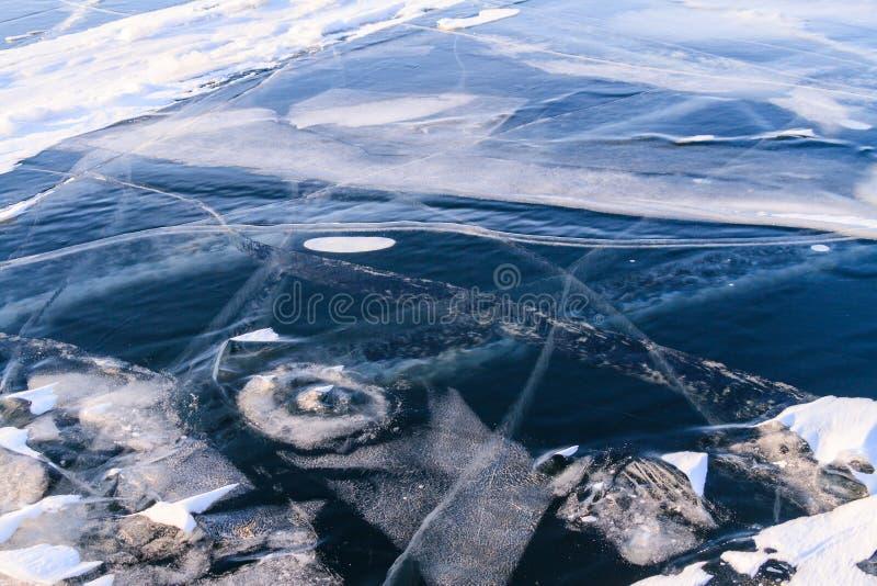 Djupfryst Baikal tidig vintermorgon royaltyfria bilder