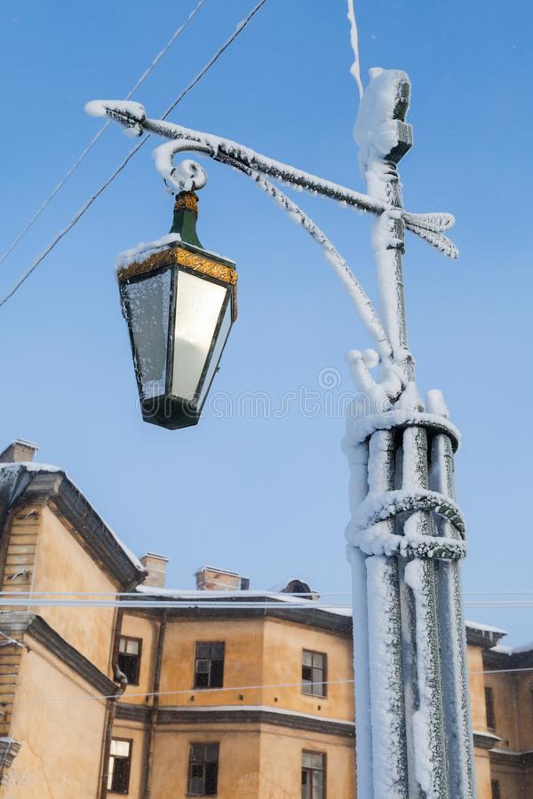 Djupfryst gataljus på den Mogilev bron arkivbild