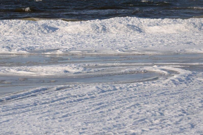 Djupfryst iskall Östersjön kust 10 arkivbild