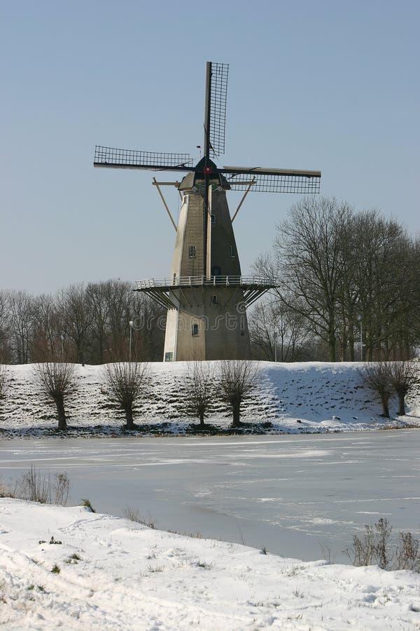 Djupfryst Lakewindmill Royaltyfria Bilder