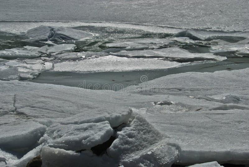 Djupfryst sjö av Engolasters i Andorra royaltyfria bilder