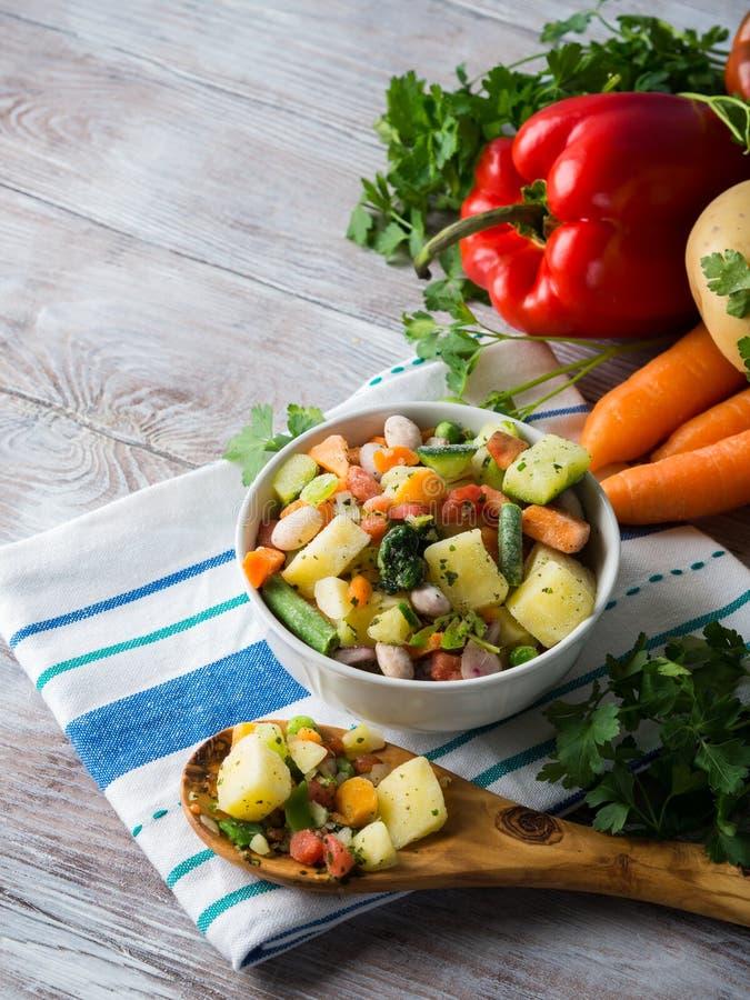 Djupfrysta grönsaker som är förberedda för snabba mål royaltyfri bild