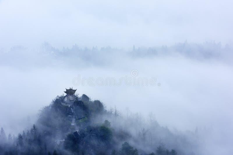 Djupt i molnen royaltyfria foton