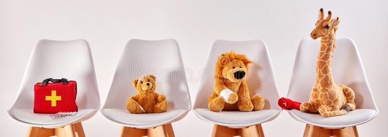Djura leksaker i det väntande rummet av ett sjukhus royaltyfria bilder