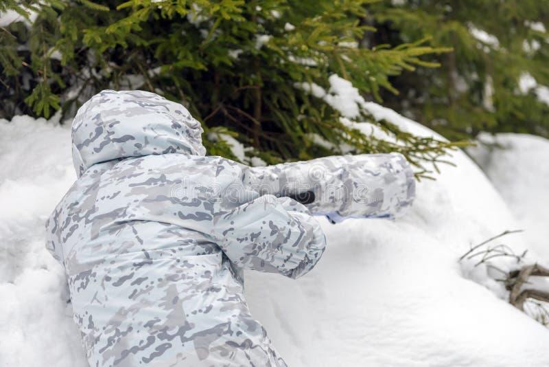 Djurlivfotograf som är utomhus- i vinter royaltyfri foto