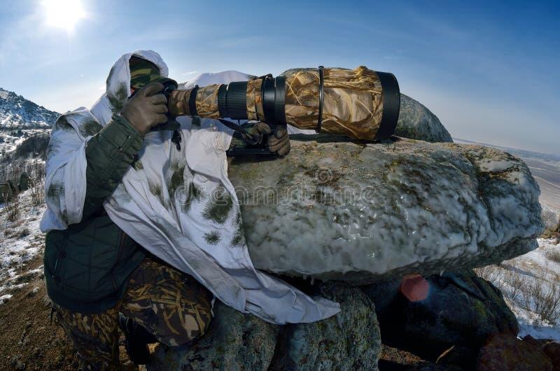 Djurlivfotograf som är utomhus- i vinter royaltyfria foton