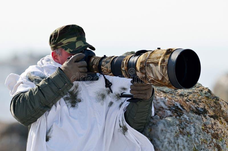 Djurlivfotograf som är utomhus- i vinter royaltyfria bilder