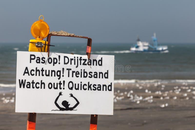 Dla quicksand plażowy szyldowy ostrzeżenie fotografia royalty free
