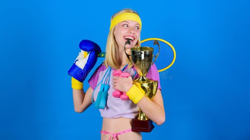 Dlaczego znajdować czas dla everything Sporta wyposażenia sklep Sport dla codziennie Sporta sklepowy asortyment Dziewczyna pomyśl zdjęcia stock