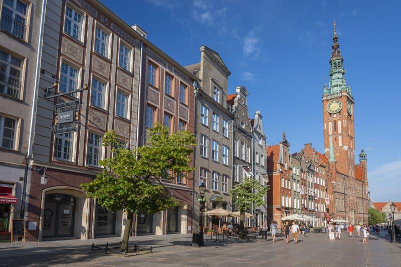 Dluga街道长的车道的城镇厅位于格但斯克,波兰老镇  免版税库存图片