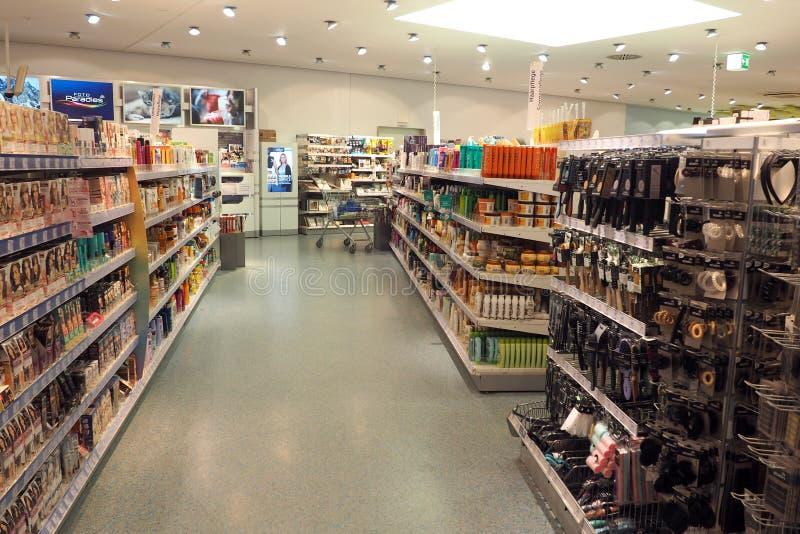 Dm-drogerie markt in Frankfurt, Duitsland stock afbeeldingen