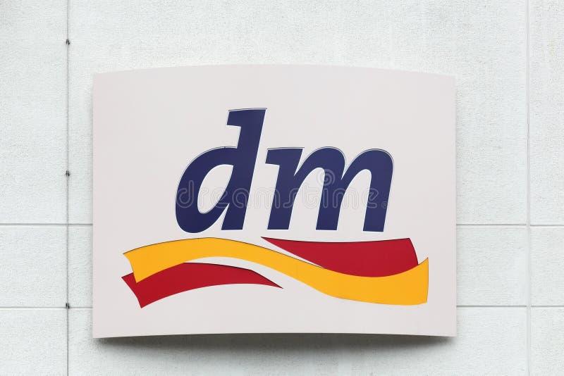 DM logo na ścianie obrazy stock