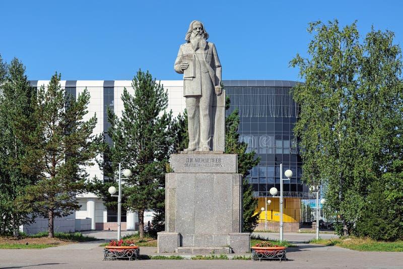 Dmitri Mendeleev Monument in Tobolsk, Russland lizenzfreies stockbild