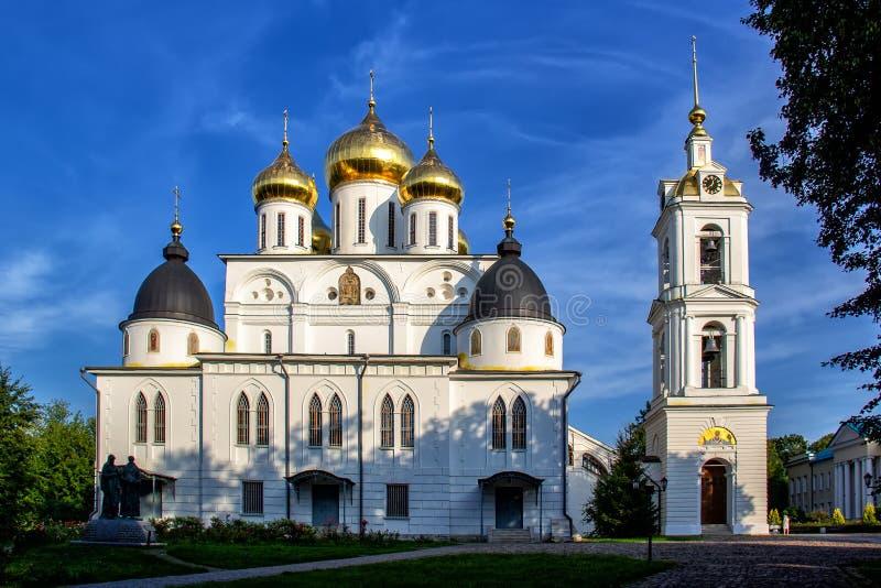 Dmitrov, Rússia - 27 DE JULHO DE 2019: Catedral da suposição no Kremlin de Dmitrov foto de stock royalty free