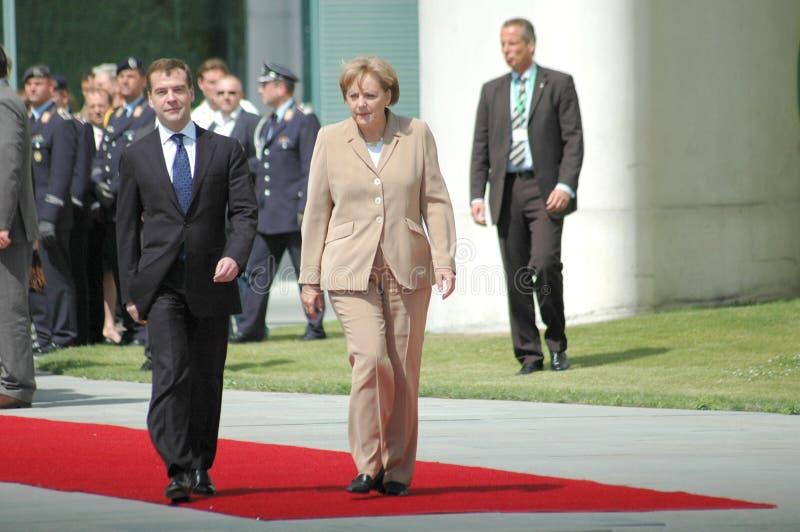 Dmitry Medvedev (Dmitri Medwedew), kansler Angela Merkel arkivbilder