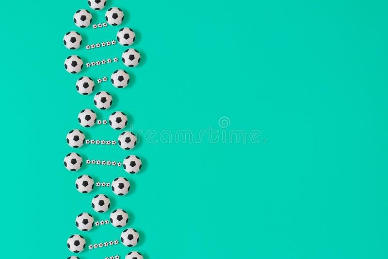 DNA del f?tbol en fondo azul ilustración del vector