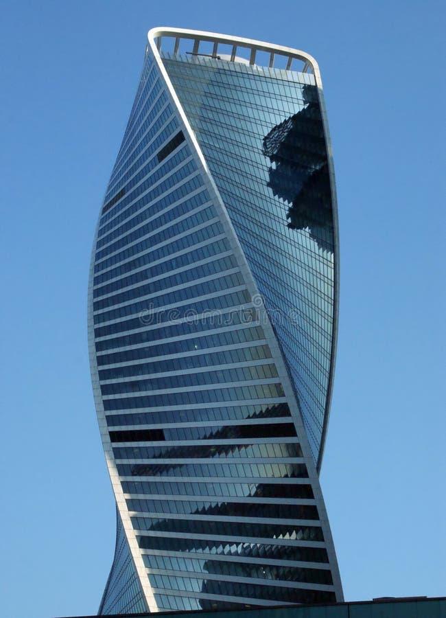 DNA-förmiger Entwicklungs-Turm in Moskau-Stadt lizenzfreies stockfoto