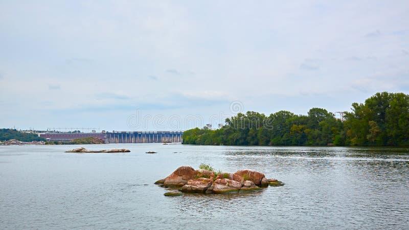 Dneproges - la plus grande centrale hydroélectrique sur la rivière de Dnieper  photographie stock