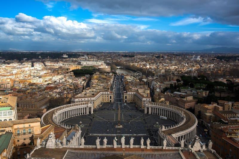 Dnia Krajobrazowy pejzaż miejski Rzym Włochy od wierzchołka Watykańska katedra obraz royalty free