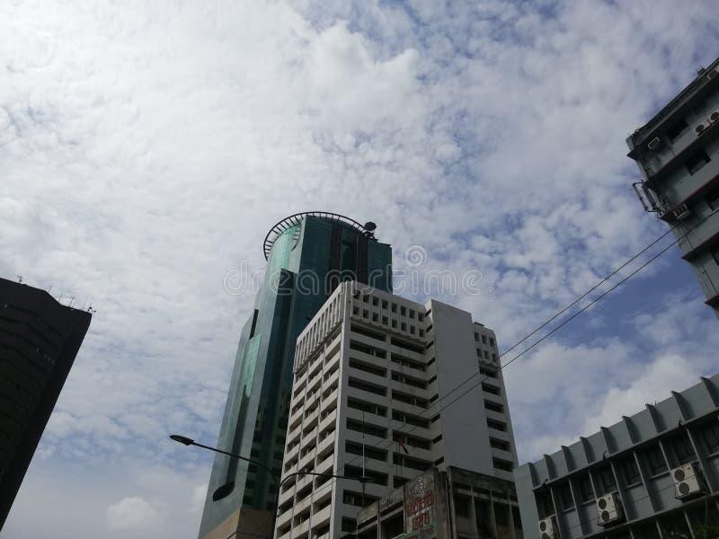 Dnia niebo i budynek Dhaka kapitał Bangladesz obrazy royalty free