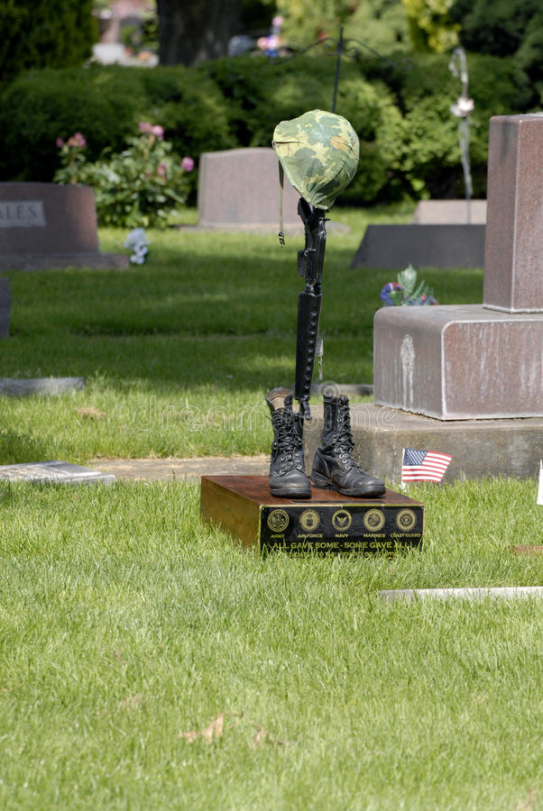 DNIA PAMIĘCI świętowanie PRZY NORMALNYM wzgórze cmentarzem obraz royalty free