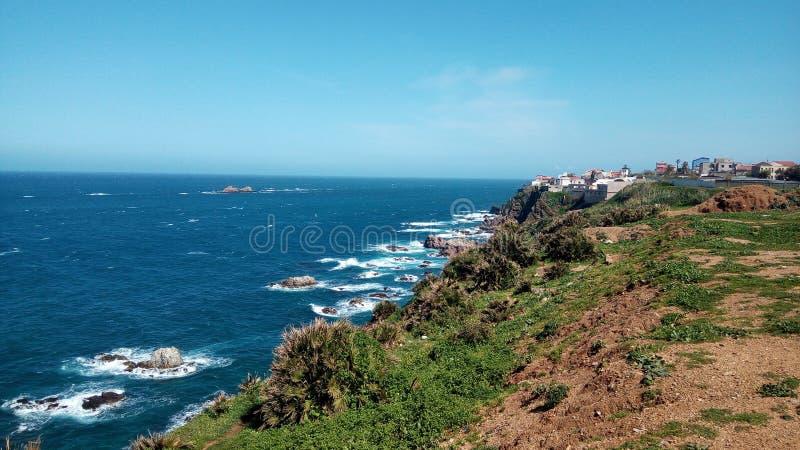 Dnia plażowy widok w Ain taya, Algieria obraz stock