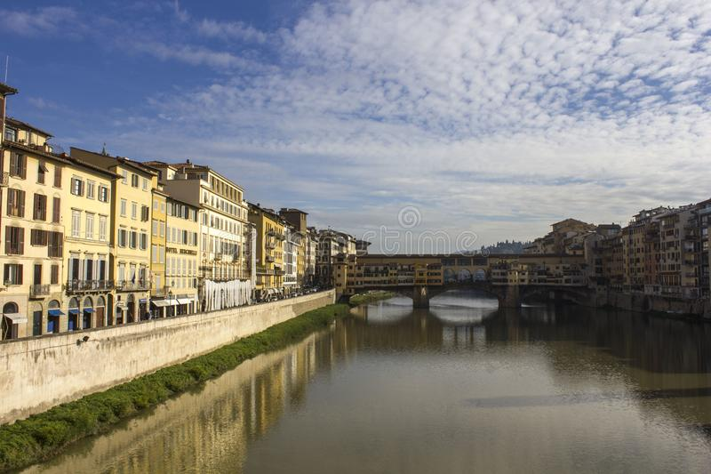 Dnia widok historyczny Ponte Vecchio most w Florencja, fotografia royalty free