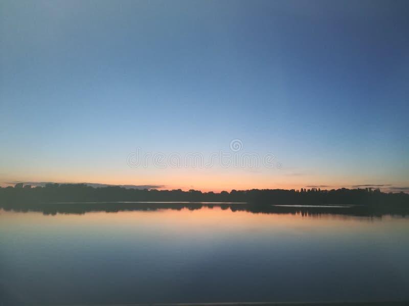 Dnieper flod på aftonen royaltyfri fotografi