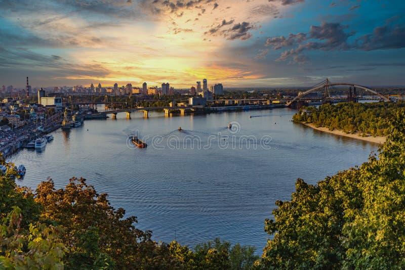 Dniepr River skyline city Landmark Kiew Ukraine Europa stockfotografie
