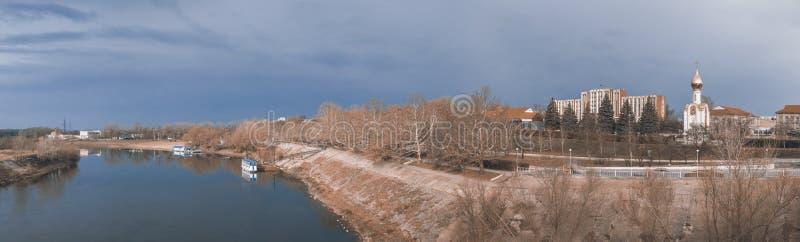 Dniester flod i Tiraspol, Transnistria royaltyfri bild