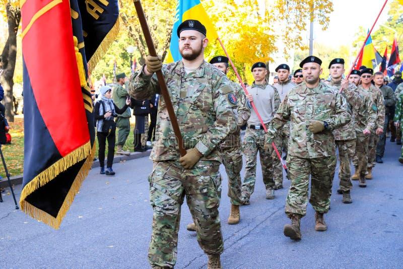 Dnipro, Ukraina, 10 14 2018 Dzień Obrońcy Ukrainy Żołnierze batalionu ochotniczego armii ukraińskiej fotografia stock