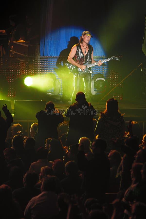 Dnipropetrovsk, Ukraine le 31 octobre 2012 : Matthias Jabs de groupe de rock de scorpions photographie stock libre de droits